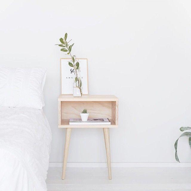 Blonde bedside table perfection by lovely @lilyjaneboutique | @modernburlap loves