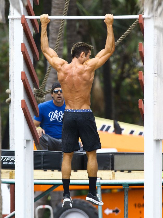 OR HIS NEVER-ENDING BACK MUSCLES. | This Will Be The Final Time You'll See Zac Efron's Shirtless Body