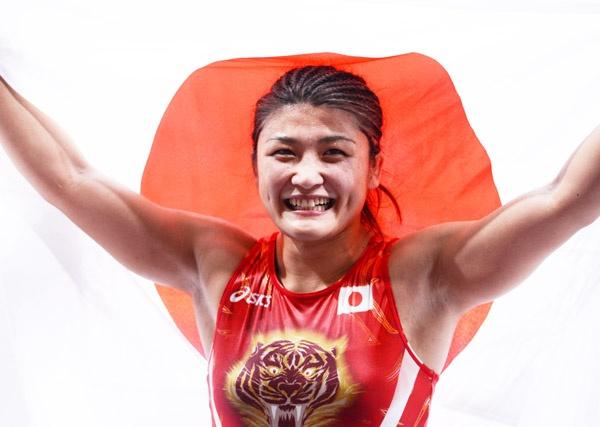 ロンドン五輪でレスリングは、日本人女性選手初となる『五輪3連覇』をふたりも輩出した(写真は伊調馨)
