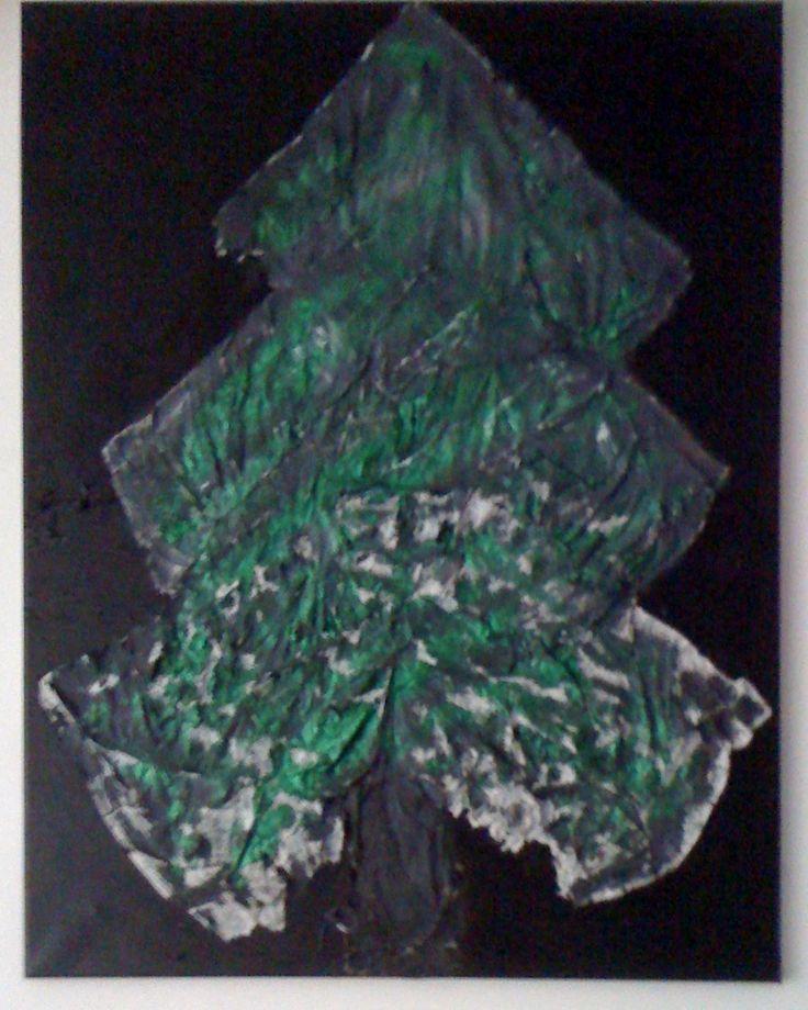 """Eerst papier in vorm van """"boom""""geplakt op doek, daarna met verf erover en terwijl verf nog nat was glitters erover gestrooid"""