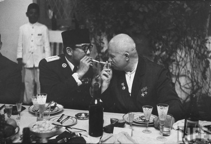 "peterfromtexas: ""Soviet Premier Khrushchev and first Indonesian President Sueharto share a smoke, 1960 """