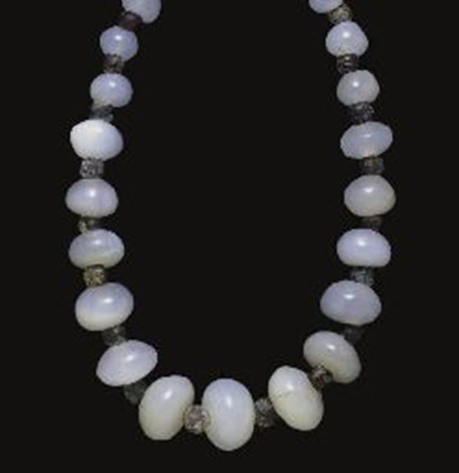 A ROMAN OR PARTHIAN CHALCEDONY AND GLASS BEAD NECKLACE CIRCA 1ST-2ND CENTURY A.D.