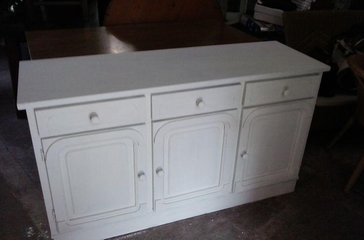 15 beste idee n over witte dressoirs op pinterest ladekasten slaapkamer dressoirs en - Verf credenza ...