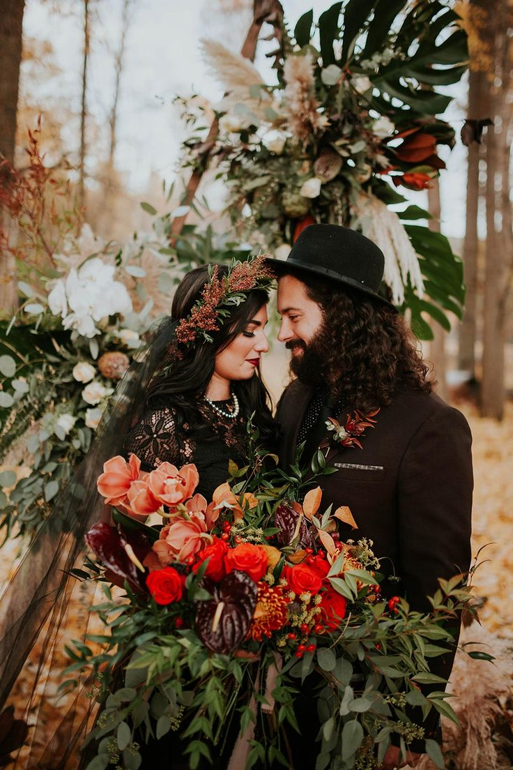 It's not every day you see a moody Autumn vow renewal with a couple whose style is as authentic as their marriage. Deep neutrals and earthy hues set the tone for a folklore romance we're just dying to see more of. #autumn #Moodyweddings #vowrenewals