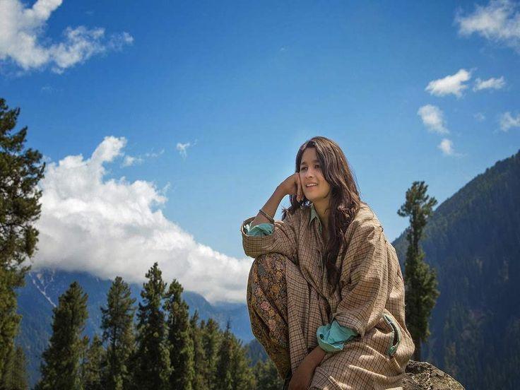 Alia Bhat in Highway Movie Wallpaper