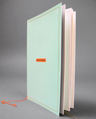 verde acqua rosa ed una punta di arancio  http://deutscheundjapaner.com/projects/notebookproject