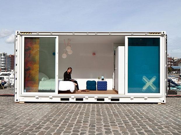 Le camere e tutti gli altri ambienti del pop-up hotel Sleeping Around sono ospitate all'interno dei comuni container marittimi da 20 piedi