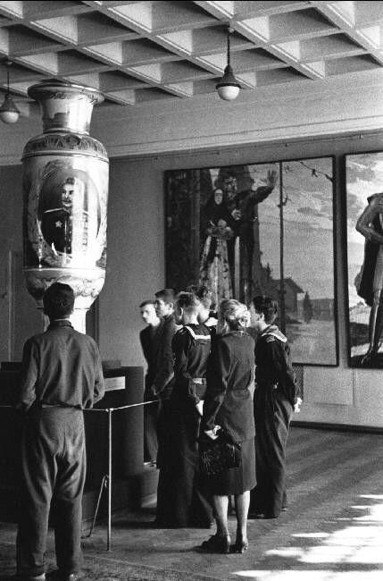 Robert Capa USSR. Moscow. 1947. The Tretyakov Museum.