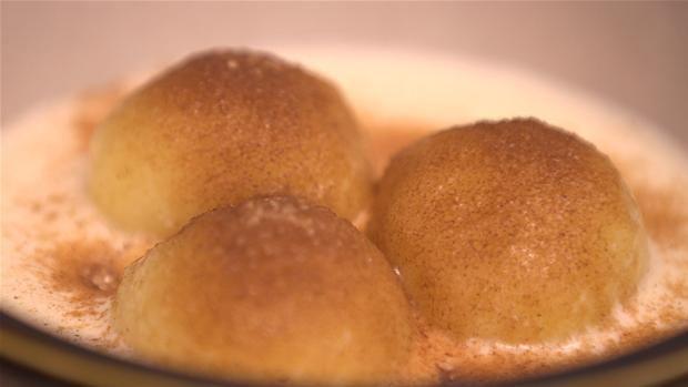 Bollemælk - boller med vaniljesovs