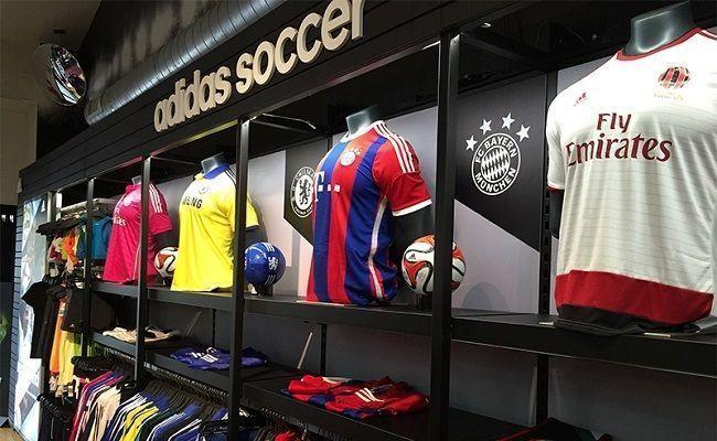 Buty piłkarskie, dresy piłkarskie, ochraniacze, bielizna termoaktywna i inne • Sprzęt piłkarski, który powinien mieć każdy piłkarz >> #football #soccer #sports #pilkanozna