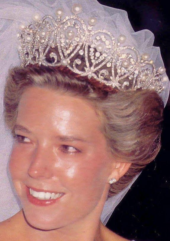 Tiara Mania: Diamond & Pearl Loop Tiara worn by Dona Simonetta Gomex-Acebo y de Borbon