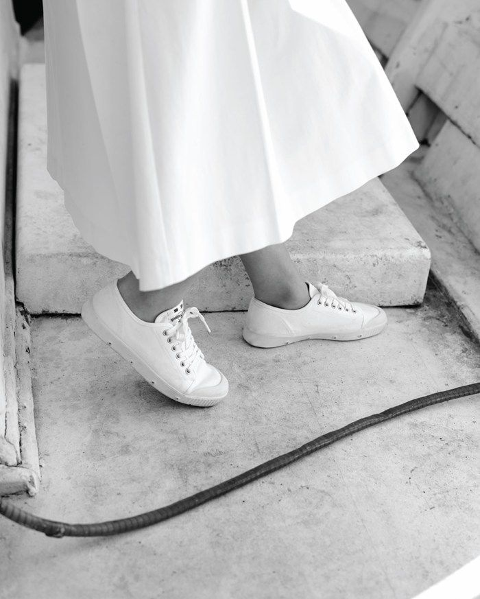One desire for Spring/Summer: white boating sneakers. These would be awesome to wear w/ skirts, trousers & jeans I already own. (Toast)