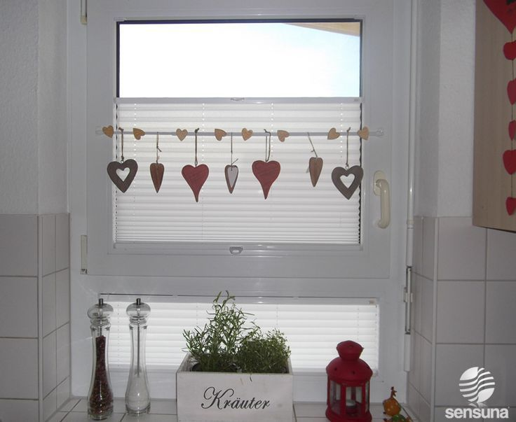 Great Decoration On The Kitchen Window Visibility And Sun Protection Are Provided By The Sensuna Plis Wa In 2020 Kuchenfenster Kuche Fenster Kuchen Fensterbank