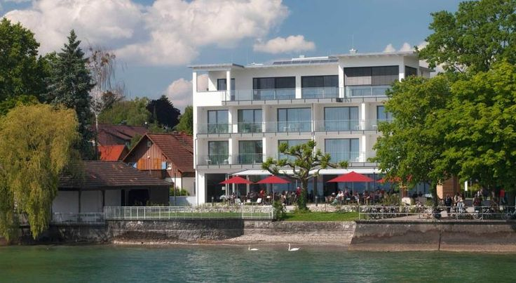 Seehotel Kressbronn Kressbronn am Bodensee Set on the shores of Lake Constance, this hotel boasts a private beach, free parking and a restaurant with lakeside terrace. Rooms feature large windows and free Wi-Fi.