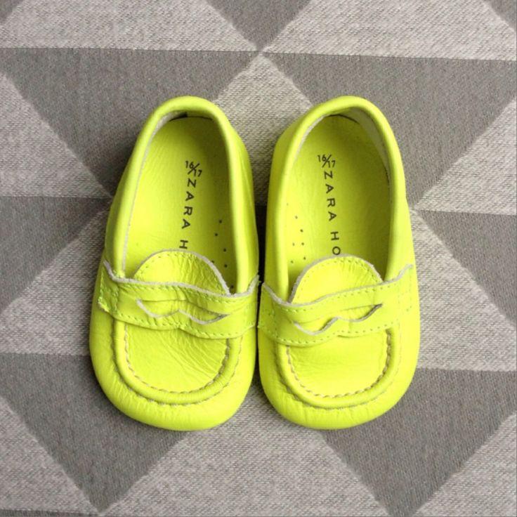 Schoentjes Zara mini. Opening soon: Looking for Charlie. Webshop met tweedehands kleding voor hippe babies #zaramini #zarababy #tweedehands #babykleding #baby #webshop #looking4charlie   www.lookingforcharlie.nl