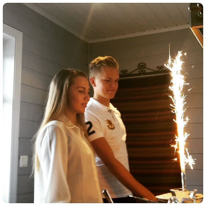 Særdeles hyggelig familiebesøk for hhv et stk 20- og 19-åring er så inderlig glad i og ikke minst stolt av disse to!!!  Utrolig hvordan tiden flyr!