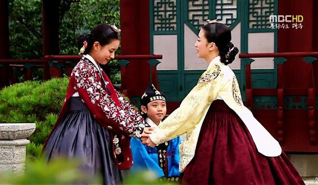 어서와요^^최숙의가 중전 민씨 인현왕후를 뵙습니다 ♡♡♡Dong Yi(Hangul:동이;hanja:同伊) is a 2010 South Korean historical television drama series, starringHan Hyo-joo,Ji Jin-hee,Lee So-yeonandBae Soo-bin.About the love story betweenKing SukjongandChoi Suk-bin, it aired onMBCfrom 22 March to 12 October 2010 on Mondays and Tuesdays at 21:55 for 60 episodes.cal television drama series, starringHan Hyo-joo,Ji Jin-hee,Lee So-yeonandBae Soo-bin.About the love story betweenKing SukjongandChoi Suk-bin, it…