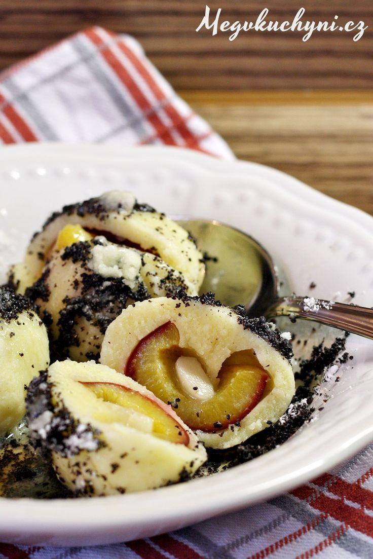 Švestkové knedlíky zodpalovaného těsta, plněné marcipánem a sypané mákem | Meg v kuchyni