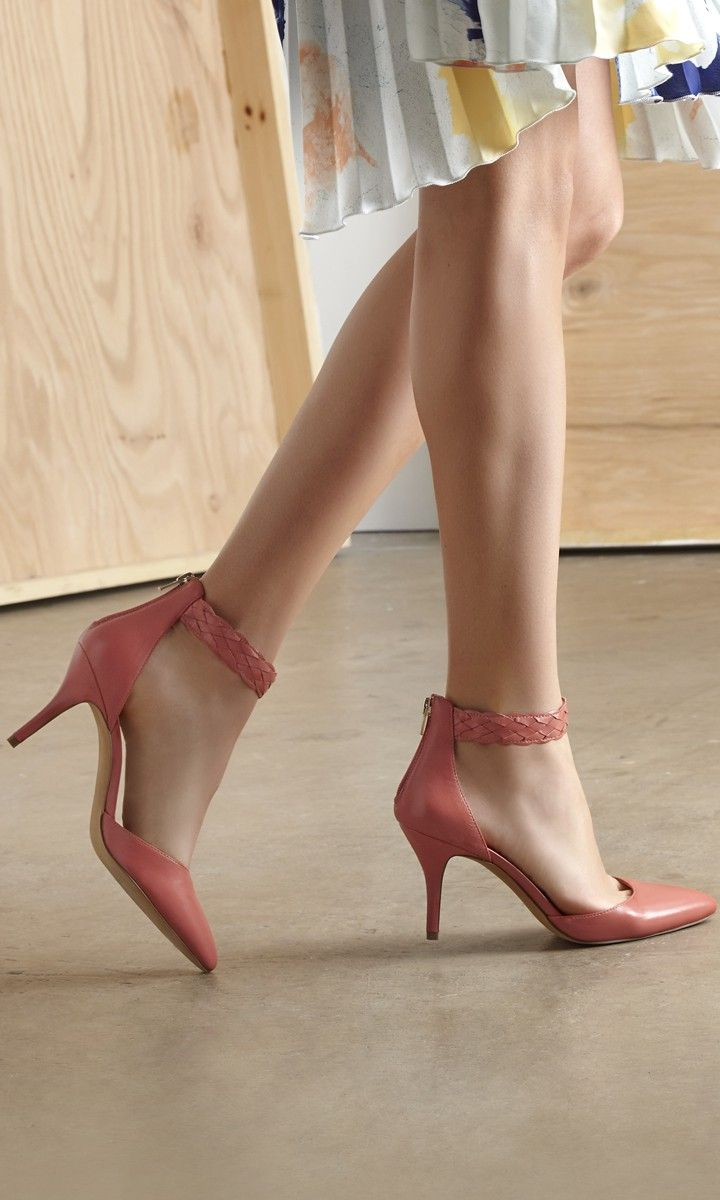 Loving these heels, such a fun summer color and not too high. #sole