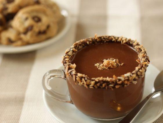 Ciocolata calda cu nuca de cocos - www.Foodstory.ro