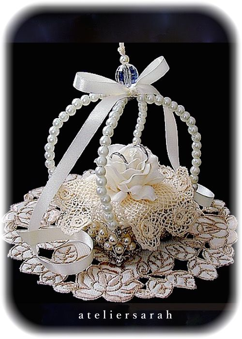 ateliersarah's ring pillow/crown