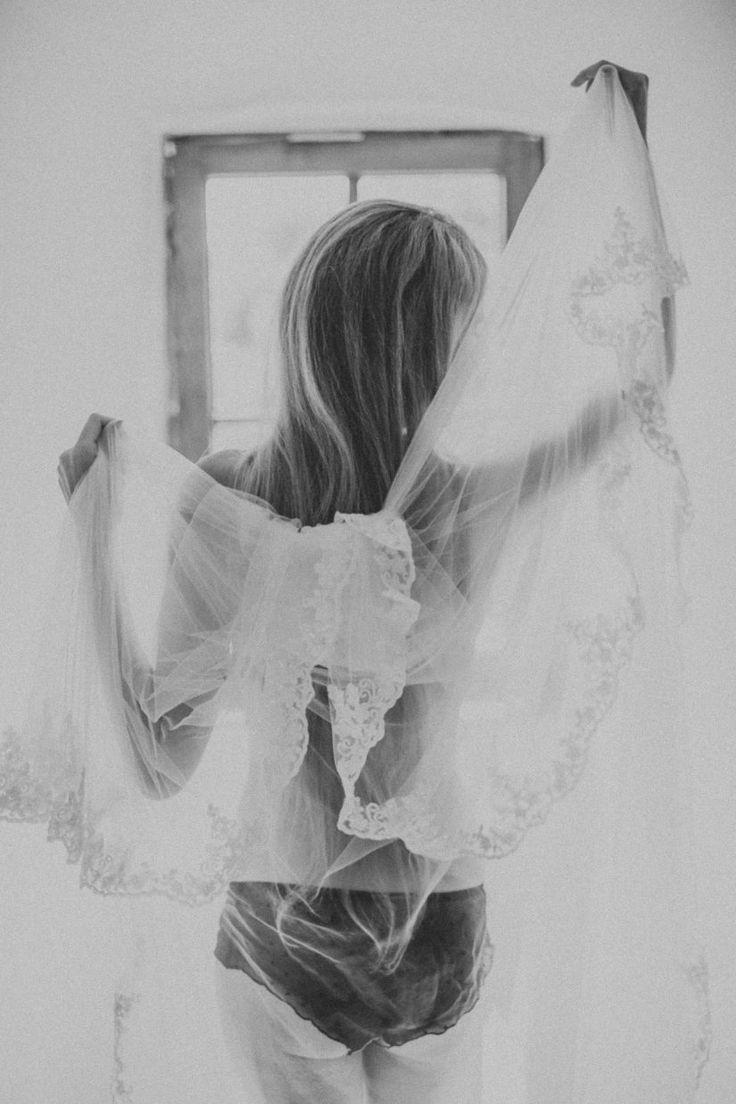 Sinnliche, stimmungsvolle & emotionale Dessousfotos mit dem gewissen Etwas. Für selbstbewusste und starke Frauen, die ihre Weiblichkeit festhalten möchten.