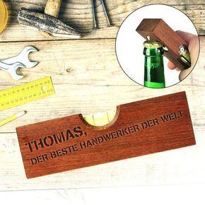 Handwerk und Biergenuss: Die Wasserwaage mit Flaschenöffner - graviert ist ein 2in1 Multifunktionsgerät mit Deiner personalisierten Widmung als Holzgravur!