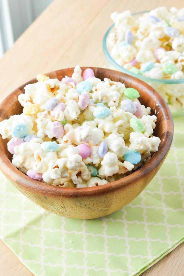 Cake Batter M&M Popcorn {Macaroni and Cheesecake} #popcorn #snacks #cakebatter