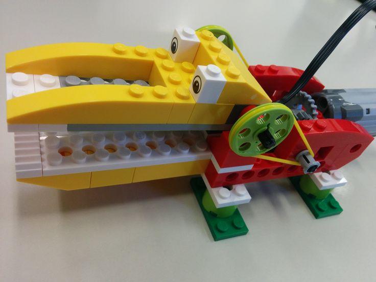 LEGO Education WeDo es un material de robótica con el que los más jóvenes se divierten y aprenden construyendo modelos, programando sus acciones y, en definitiva, iniciándose en la robótica. LEGO W…