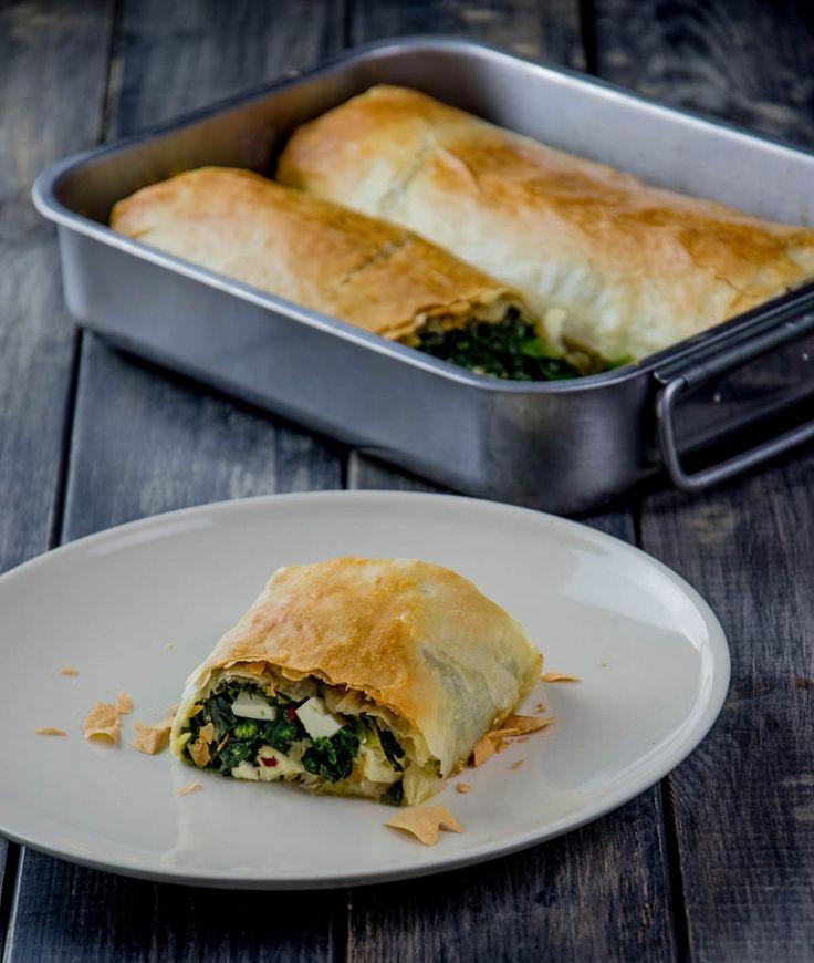 Die besten Rezepte für Spinatstrudel mit Schafskäse findest Du bei omoxx - Foodblog für alltagstaugliche Rezepte.
