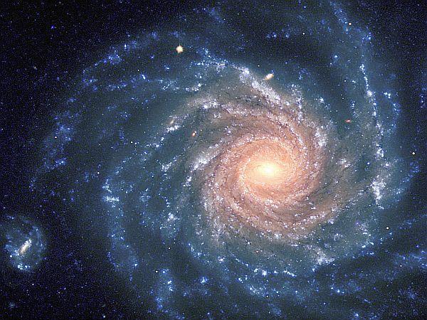 Yoksa Evren Topaç Gibi Dönüyor mu?  Bugüne dek sadece yıldızlar, gezegenler ve galaksiler (kısacası gökcisimleri) kendi etrafında dönüyor sanıyorduk. Oysa Amerikalı fizikçiler Evren'in de #topaç gibi döndüğünü söylüyorlar. Peki, 90 milyar ışık yılı çapındaki koca evren içinde bulunan 10 trilyon galaksiyle neden dönüyor?