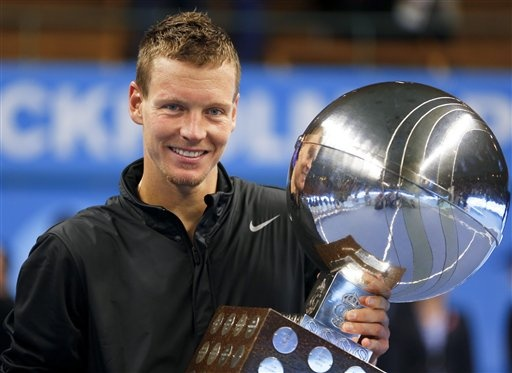 Czech Republic's Tomas Berdych kisses the trophy after winning the ATP Stockholm Open tennis final against France's Jo-Wilfried Tsonga at the Royal Tennis Hall in Stockholm, Sweden, Sunday Oct. 21, 2012. (AP Photo / Scanpix Sweden / Soren Andersson)