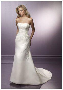 Una linea di abiti da sposa in pizzo tromba di lusso