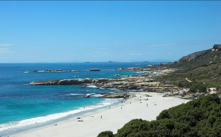 Nature's Valley - This is a very nice beach, visited over the Christmas holidays, suitable for a romantic walk in love. During the months of November to March is guarded, but that should not stop you from visiting it, and at other times of the year.Bookmark and Share
