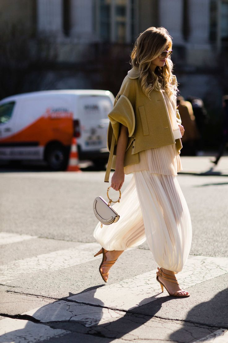 Ethereal street style. Great skirt, great bag, great shot! Spring Summer 2017.