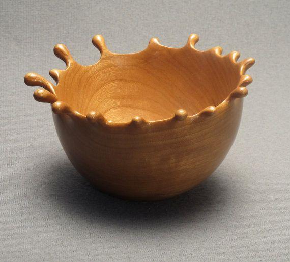 Diese Hand geschnitzt Splash besteht aus amerikanischen Kirschholz und beendete mit mehreren fein polierte Schichten aus Polyurethan zu machen, so