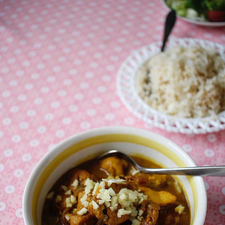 Middag: Lottens magiska kyckling med blomkålsris Recept på lesscarbs.se - länk i profilen. Missa inte tävlingen hos @tjockkocken där du kan vinna en matanalys med mig Dinner: Lottens lovely chicken stew with cauliflower rice. Just Love it... (Recipe at lesscarbs.se put the URL into Google translate and set your language) #lesscarbs #lchf #lowcarb #lc #lavkarbo #lchftjejer #lchfklubben #lågkolhydrat #lågkolhydratkost #keto #ketosis #ketodiet #alltomlchf #jagochminlchfresa #glutenfri…