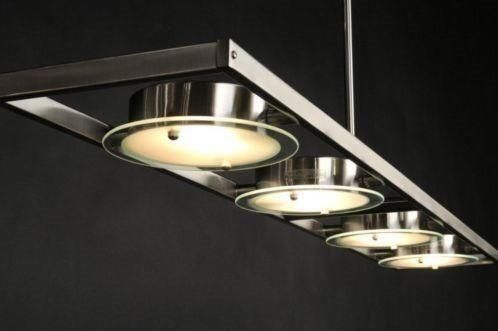 Prachtig ontworpen; moderne hanglamp! Deze strakke lamp is uitgevoerd in mat geschuurd staal. In het armatuur zitten 4 kantelbare spots zodat u elke lichtbundel afzonderlijk kunt richten. Onderaan de spots zitten 4 matte glazen zodat u niet direct in de lichtbron kijkt. De buitenzijde van het glas heeft een dunne heldere rand. Voor woonkamer , eettafel , woonkeuken tafel . Nu tijdelijk voor een super prijs ... Home interior lights / online shop : click on this link www.rietveldlicht.nl