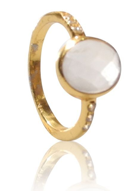 Gold plated silver ring with a moonstone with 3 cz on each side. DKK 499.