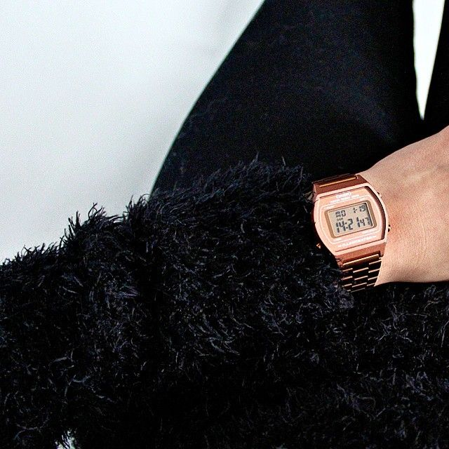 Outfit details: all black with a fluffy sweater and a rose gold Casio watch