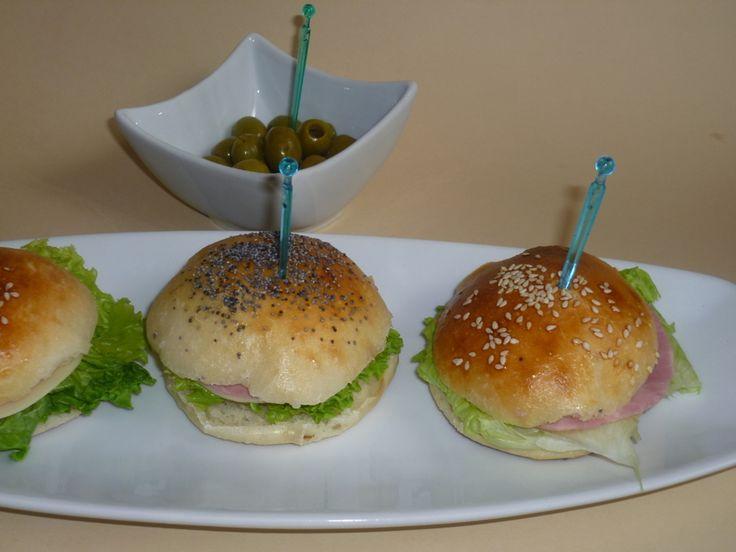 panini morbidi da buffet, con lievito madre, piccoli panini morbidi al latte, ideali per il buffet di un compleanno, ottimo con il dolce ed il salato