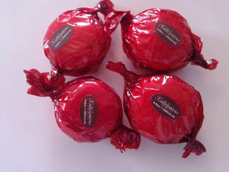 Γεμιστά παστιτσάκια με μαρμελάδα τριαντάφυλλο... rose jam macarons, exquisite aroma... at www.kallivroussis.gr