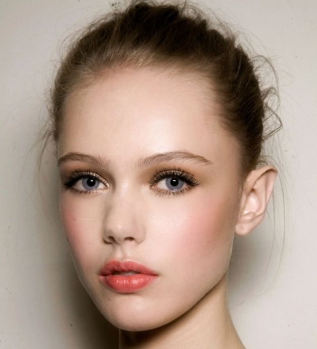how to do a natural makeup look for blue eyes