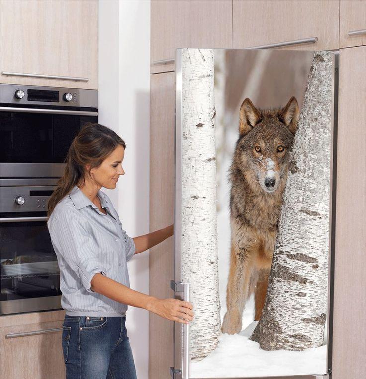 naklejka z wilkiem na lodówce