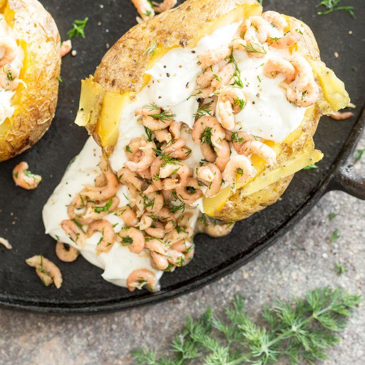Ofenkartoffel mir Sour Cream ist ein beliebter Klassiker. Aber zusammen mit marinierten Krabben, legst du noch mal eine Schippe obendrauf.