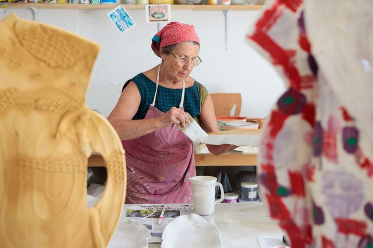 Betty Woodman's Cheery Ceramics Come to London - The New York Times