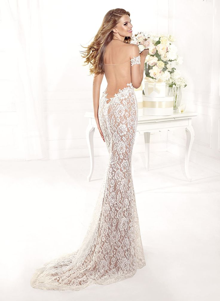 Mermaid ivory evening dress with an open back Rochie de seara ivory, model sirena cu spatele gol