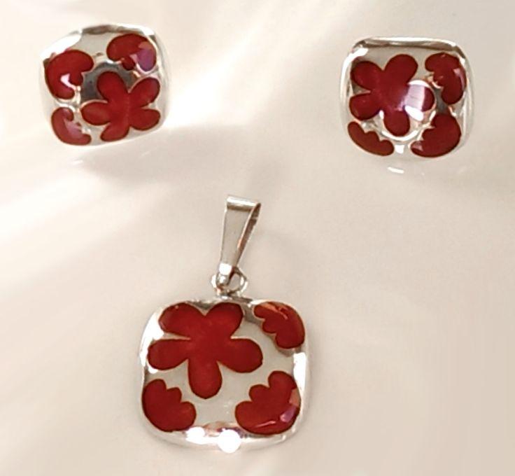 Set de Aretes y Dije de Plata .925 Diseño: Cuadrados con Flores caladas rellenas de resina roja