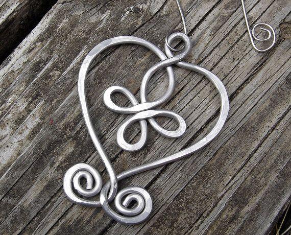 Coeur celtique Croix ornement de Noël ornement, fil d'aluminium, vacances ornement, décoration intérieure, décoration pendaison, ornement celtique rustique