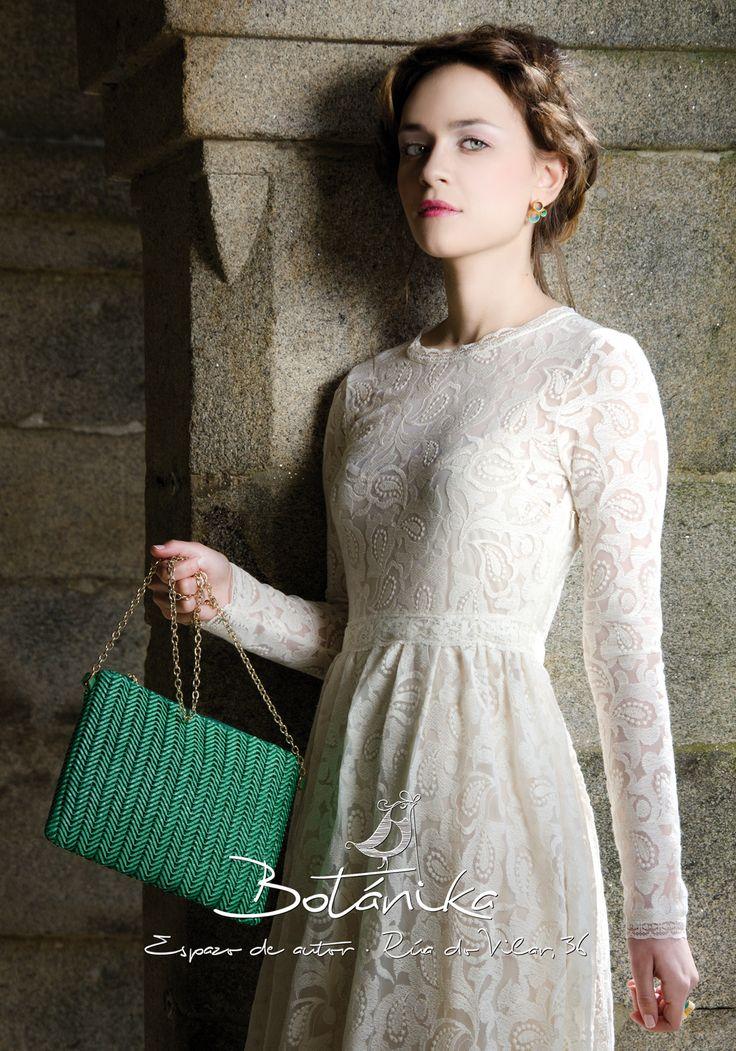 #stone #girl #bag #bohochic #hair #white #mirandapriestly #coralia #santaigodecompostela #galicia